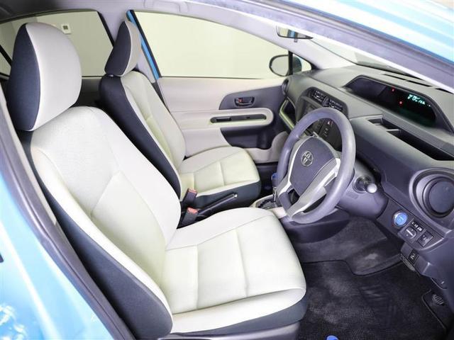 【フロントシート】運転席は高さ調節式ドライバーズシート。