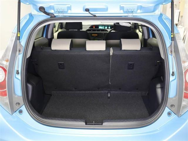 【ラゲージルーム】になります。コンパクトカーですがお買い物の荷物を充分に載せることができます。