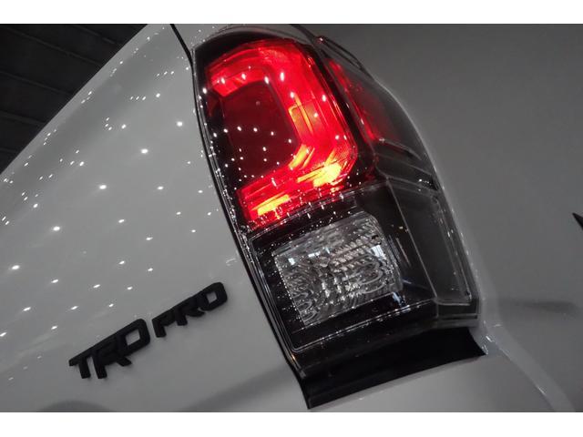 ダブルキャブ SR5 2021y TRDPRO シーケンシャルウィンカー サンルーフ TRDPRO専用FOXショック アルミ TRDマフラー&スキッドプレート CarPlay対応 TRDPROロゴ入りレザーシート(9枚目)