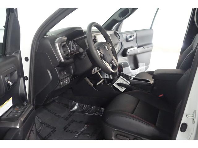 ダブルキャブ SR5 2021y TRDPRO シーケンシャルウィンカー サンルーフ TRDPRO専用FOXショック アルミ TRDマフラー&スキッドプレート CarPlay対応 TRDPROロゴ入りレザーシート(24枚目)
