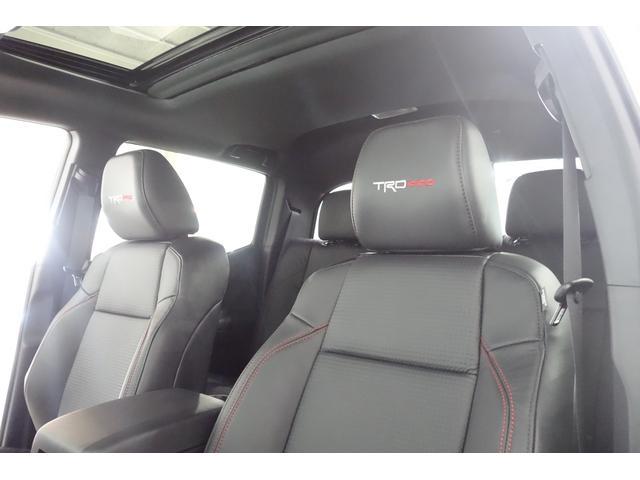 ダブルキャブ SR5 2021y TRDPRO シーケンシャルウィンカー サンルーフ TRDPRO専用FOXショック アルミ TRDマフラー&スキッドプレート CarPlay対応 TRDPROロゴ入りレザーシート(26枚目)