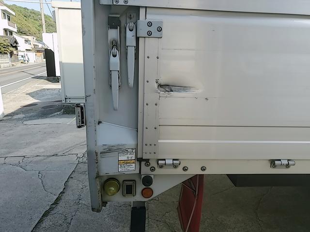 アルミウイング 積載2750Kg ワイドベット付き R観音扉 荷台内寸長さ625横238高さ240 床鉄板貼り エンジンJ05E バックカメラ ラッシング2段(15枚目)