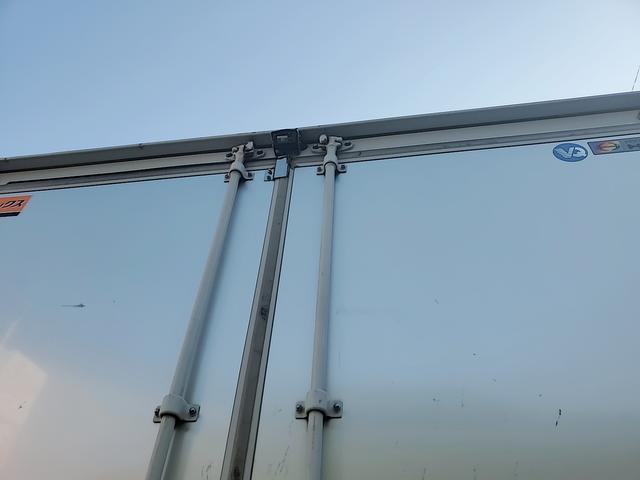 アルミウイング 積載2750Kg ワイドベット付き R観音扉 荷台内寸長さ625横238高さ240 床鉄板貼り エンジンJ05E バックカメラ ラッシング2段(17枚目)