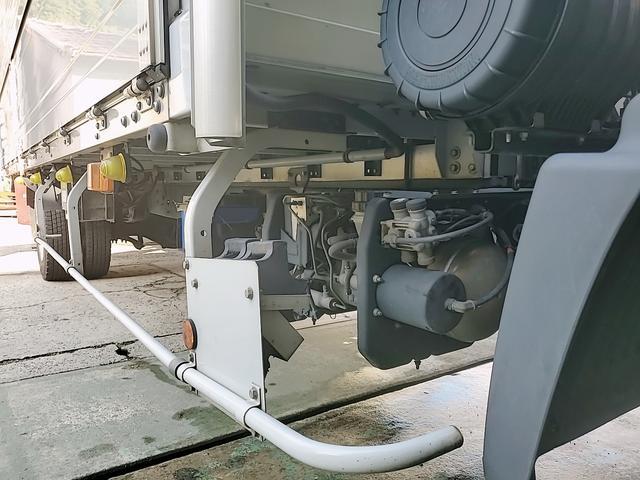 アルミウイング 積載2750Kg ワイドベット付き R観音扉 荷台内寸長さ625横238高さ240 床鉄板貼り エンジンJ05E バックカメラ ラッシング2段(40枚目)