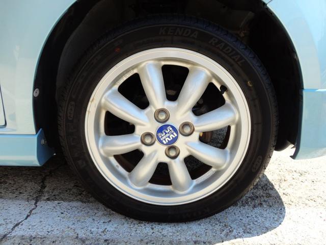 アルミホイールもおしゃれな感じでいい感じですよね。さずが、イギリスのホイールブランドです。タイヤと言えばクラック等に注意してくださいね。思わぬトラブルになりかねません。タイヤのチェックも重要ですよ。