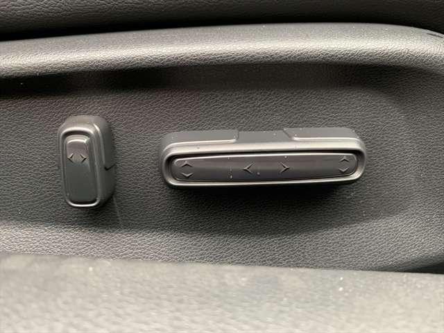 シートポジションも電動なので指先ひとつで簡単です♪