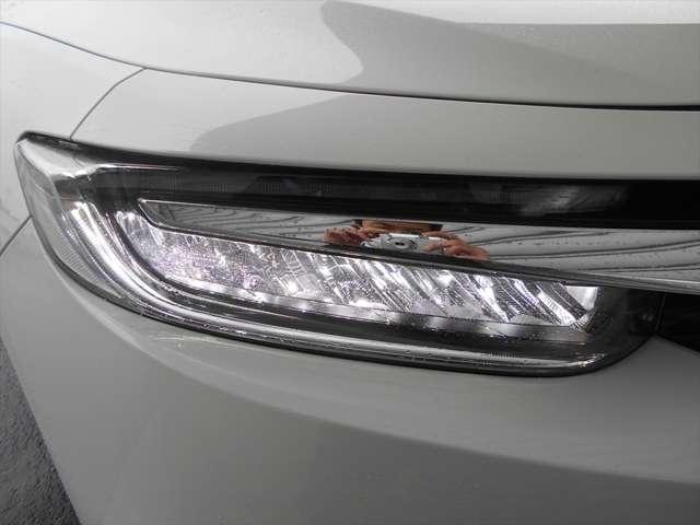 ■この車のヘッドライトはLEDなんです■明るく省電力で夜道も安全に♪