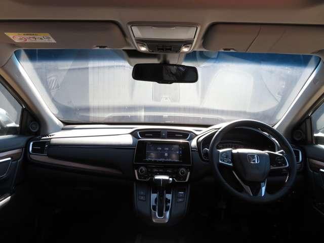 周囲の明るさに応じて自動点灯/消灯し、付け忘れ・消し忘れを防げるオートライトコントロール機能付。