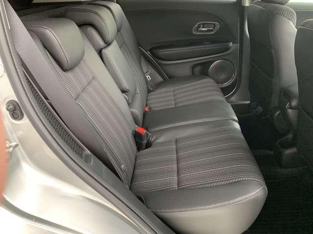 セカンドシートです!!ベンチシートになってますので、お二人の乗車ですとゆったり座って頂けますよ!!