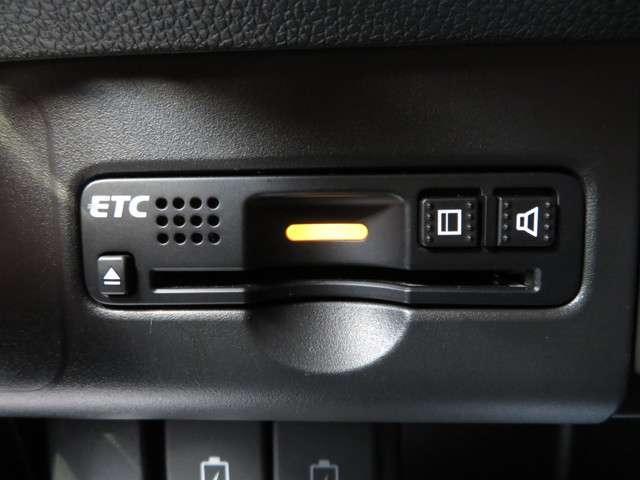 G SSパッケージ 無料保証付 元当社レンタカー 衝突軽減ブレーキ 純正ナビ DVD再生可 ETC バックカメラ HIDヘッドライト サイドカーテンエアバック クルーズコントロール キーレス(9枚目)