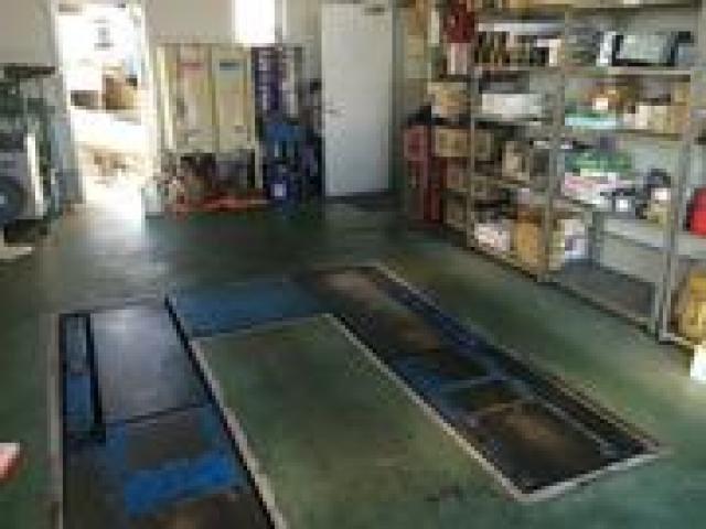 認証工場を完備!スバル車の構造を熟知した整備士が常駐しておりますので、ご購入後のメンテナンスもお任せください。