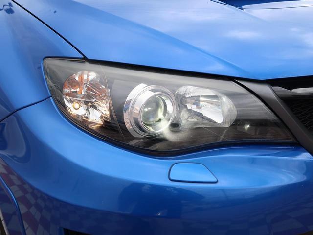 [HIDヘッドランプ]ハロゲン電球に比べて明るく、長寿命。夜間に運転する際は遠くまで行く先を照らし安全にも配慮。更に白球が車自体をスタイリッシュな印象に際立たせます。