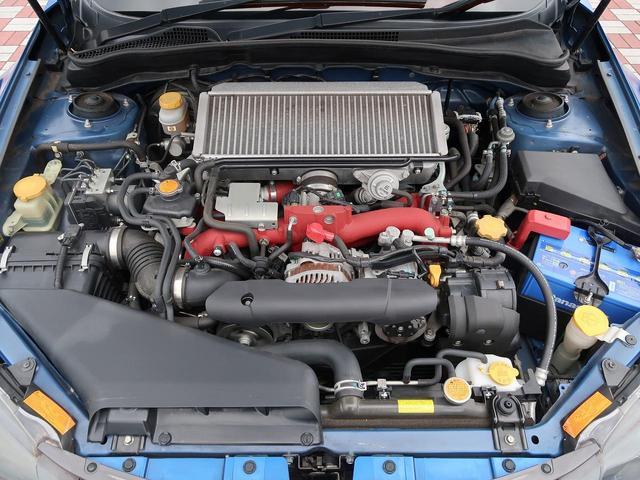 エンジンルームは大変きれいです!特に目立った錆も無く安心していただけるお車です!