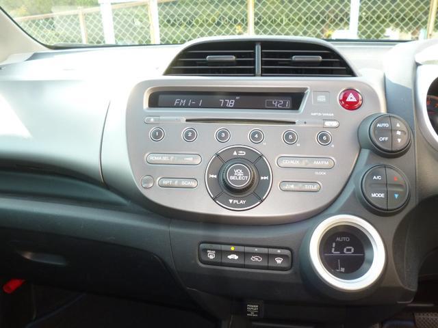 純正CD/AMFMラジオ装備です。
