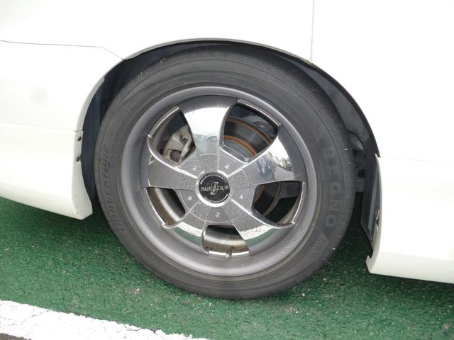タイヤ残り溝は4分山です。