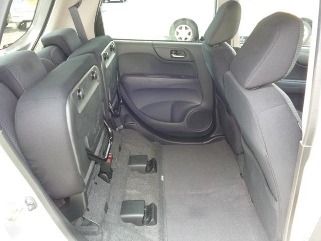 2列目シートを跳ね上げて荷室スペースを確保することが出来ます。
