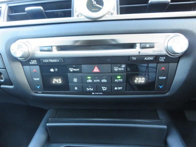 ★オ-トエアコン★温度を設定するだけで吹き出し口と風量を自動的に調整してくれます、室内は常に快適空間。運転席と助手席とで設定温度を独立して変える事も出来ます。