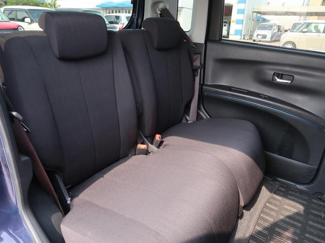 リアシートは大人も子どもも、ゆったりと座れるスペースが確保されています!長距離ドライブでも安心してお出かけいただけます☆分割式ですので、シートアレンジも様々です☆
