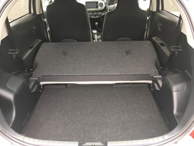 後ろの座席を倒すと大きな荷物もつめますので色々アレンジしてお使い下さい!!