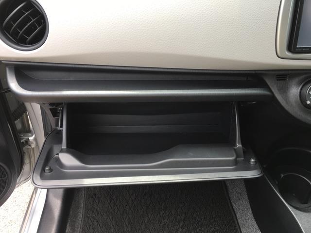 グローブボックスです。お車の情報はこちらに保管して下さい。いざという時に便利です!