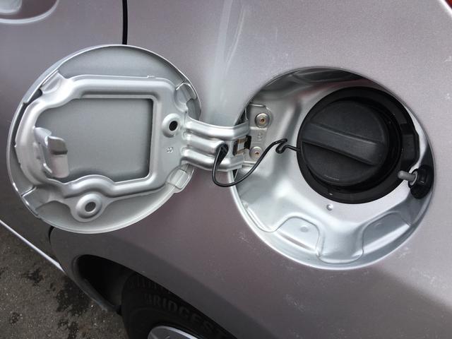 ガソリンの給油口です。もちろんレギュラーになります!