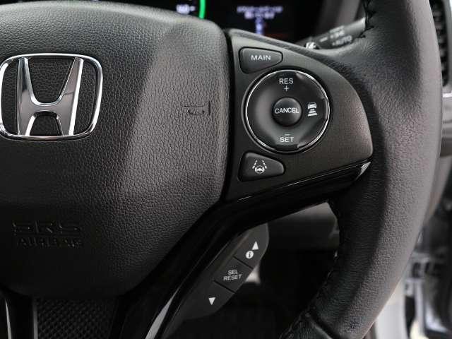 高速道路などでアクセルを操作しなくても一定速度で走行できる『クルーズコントロール』付き!