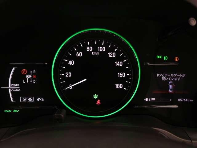 燃費に良い運転をすると、メーターの照明が変化。楽しくてわかりやすい表示で、ドライバーをエコドライブへと導きます。