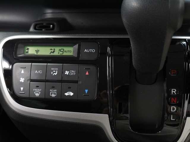 フルオートエアコンが装備されています。ボタン1つで室内を快適温度に設定できます!
