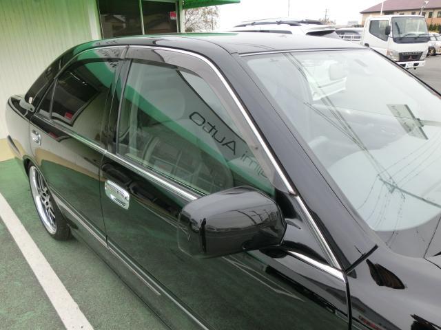 トヨタ クラウン ロイヤルエクストラ 車高調 純正ブラック HID