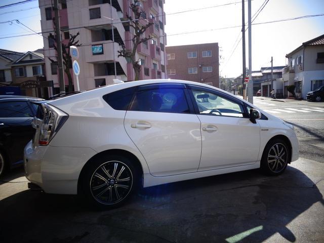 トヨタ プリウス S HDDナビTV黒革調Sカバー17AWマフラースマートキー