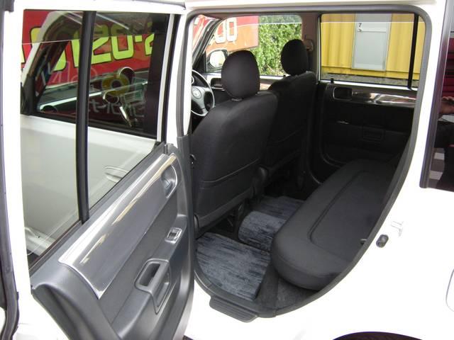 後部座席まわりも、気になる傷や汚れなどもなくキレイです。リフレッシュクリーニング【洗浄+除菌+防臭】施工済みで清潔です。ストリートビレット専用ブラックインテリア(シート表皮&ドアトリム)