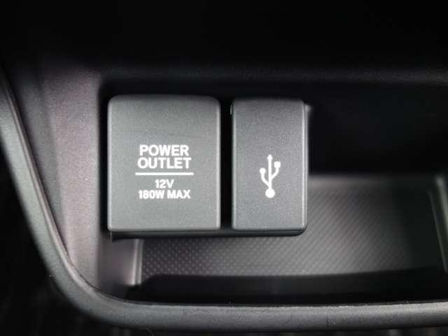【USBポート】USBポートも装備されています、スマートフォンの充電やオーディオに連携も可能です、今や欠かせない装備の一つです!