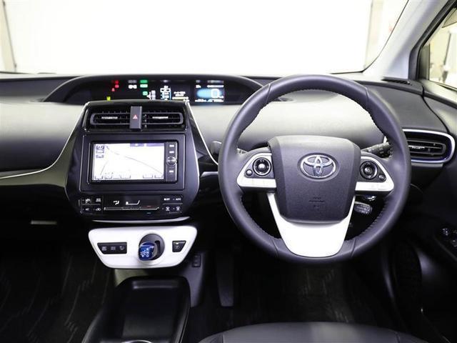 きれいにリフレッシュされており、疲れにくく、座り心地のいい、乗り降りもしやすい運転席シートです。