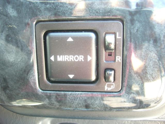 もちろん電動格納ドアミラー付きになりますので、駐車後のミラーの折り畳みも楽々です!あると非常に便利ですね!