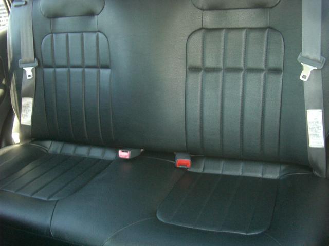 後部座席ももちろんキレイ!納車時には再度しっかりクリーニング致します!もちろんサービス!!