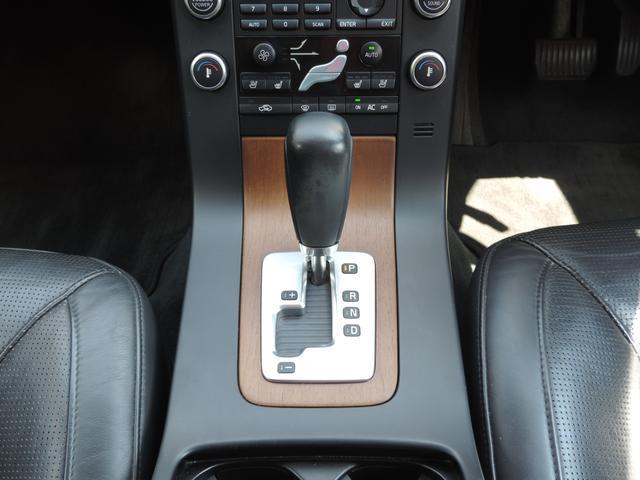 ボルボ ボルボ V70 2.5T LE ワンオーナー ブラックレザーシート HID
