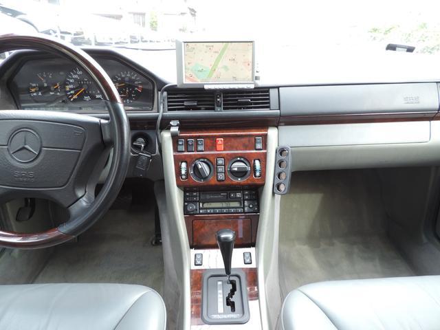 メルセデス・ベンツ M・ベンツ E320ステーションワゴン リミテッド 左ハンドル HID