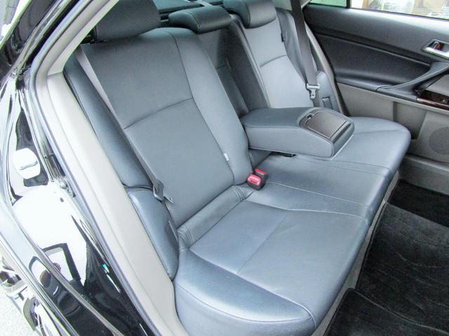 使用感の少ないとってもきれいな右リア席シート!