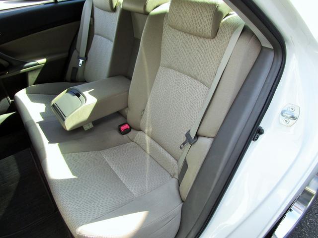 使用感の少ないとってもきれいな左リア席シート!
