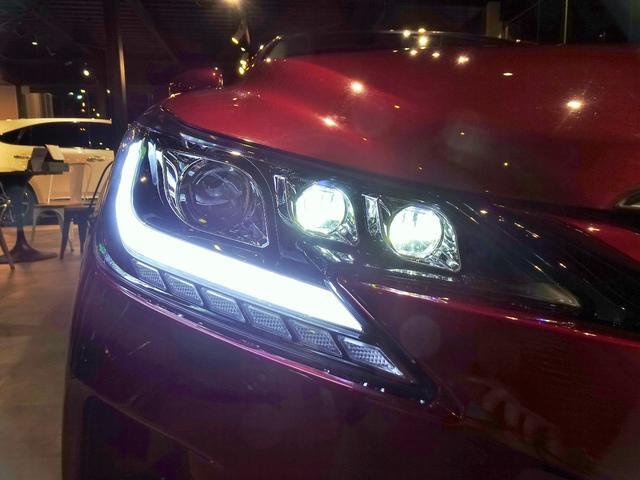 夜間のヘッドライト点灯時は、ご覧のようにスモールライトが光ります。