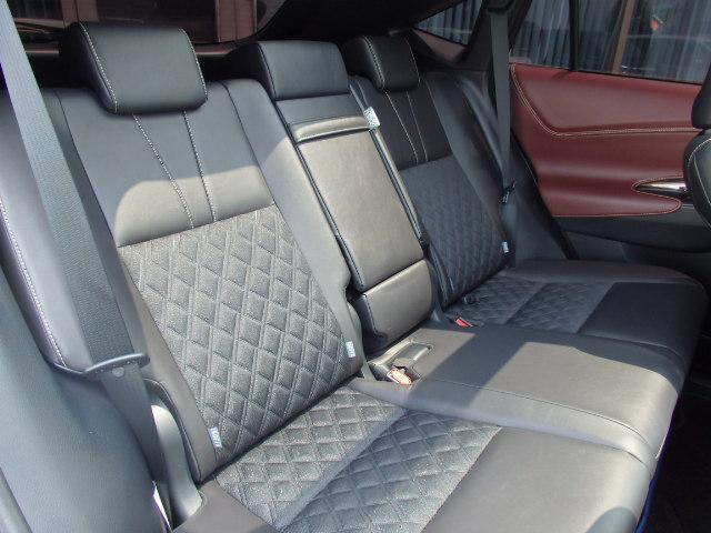 オプションでの人気な黒革調シートカバーの取付も可能ですので、お気軽にご相談下さい。0561-33-2033