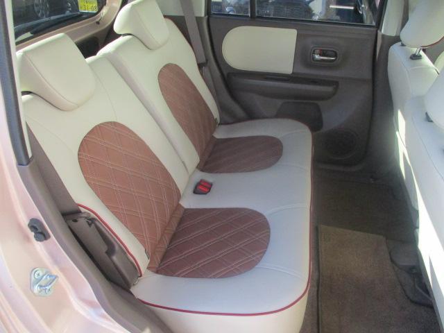 後席ももちろん革シート♪フロアマットも装備で清潔な車内です!