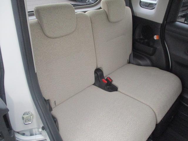 後席の足元も十分なスペースがあります♪