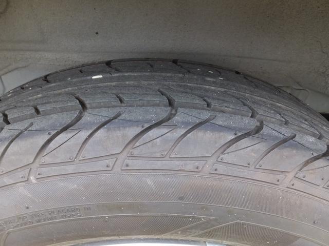 タイヤの溝はまだかなり残っています!