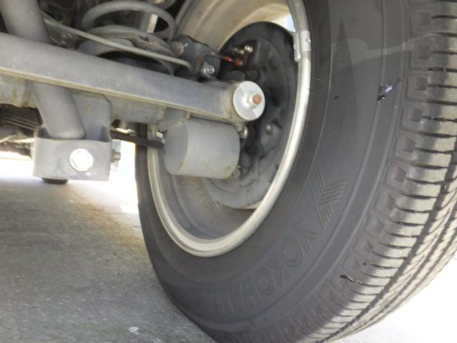 VR ワンオーナー 車検令和5年7月 5速マニュアル車 4WDターボ アルミ 純正オプションメッキグリル ルーフレール リアスポイラー プライバシーガラス ドアバイザー 背面タイヤソフトカバー キーレス(20枚目)
