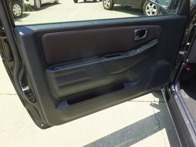 VR ワンオーナー 車検令和5年7月 5速マニュアル車 4WDターボ アルミ 純正オプションメッキグリル ルーフレール リアスポイラー プライバシーガラス ドアバイザー 背面タイヤソフトカバー キーレス(50枚目)