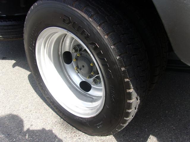 リヤのWタイヤです!残り溝も有り、フロントのタイヤ同様、まだまだご使用していただけます!