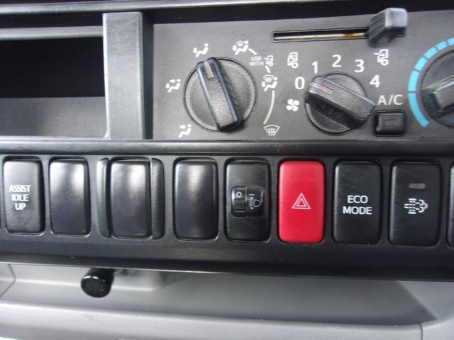 ご遠方の場合でも、下取り車両の金額を概算でお出しすることは可能でございます。車検証をお手元に、走行距離をご確認の上お問い合わせ下さい。