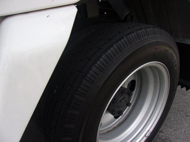 リヤのWタイヤです!残り溝も有り、フロントのタイヤ同様、まだまだご使用していただけます。