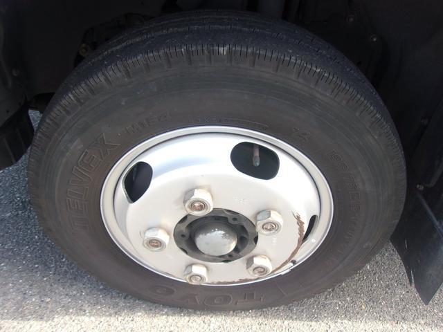 フロントのタイヤです。残り溝も有りまだまだご使用して頂けます!